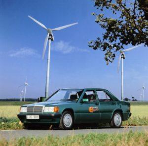 Foto Elektro-Großversuch auf der Insel Rügen im Jahr 1992: Mercedes-Benz steuert jeweils zehn 190er sowie Transporter vom Typ MB 100 D bei.