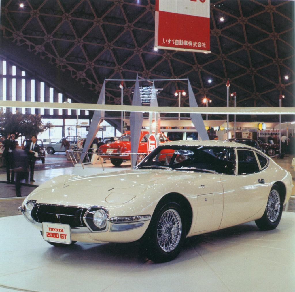 foto toyota 2000GT auf der tokyo motor show 1965